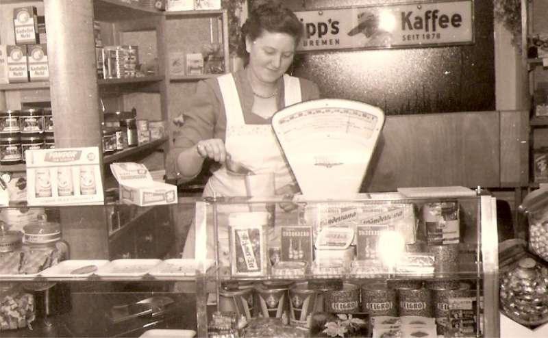 Die erste Ladeneinrichtung 1957